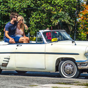 Havana City Tour in Old American Convertible Car